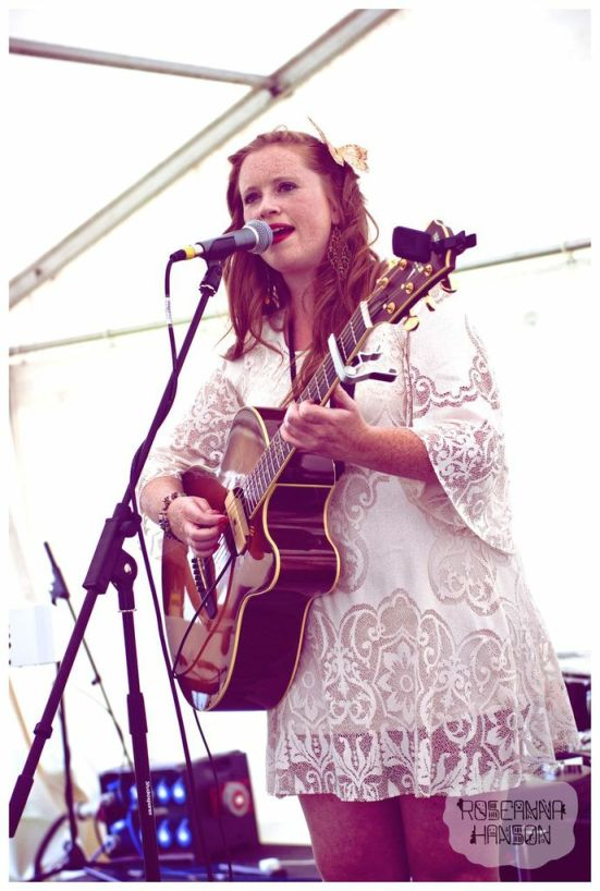 Beautiful vocals and great vintage style from Becy Howley.