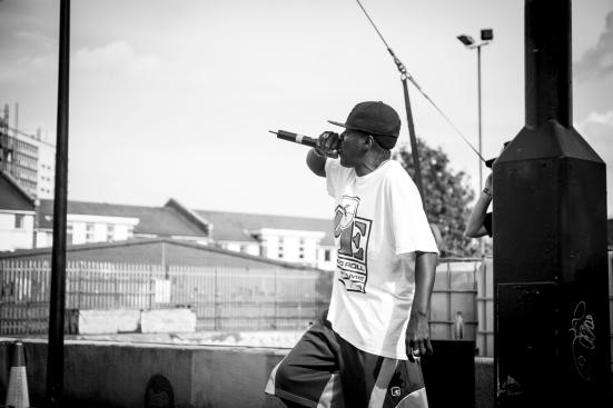 Flava Flav rapping backstage © Roseanna Hanson